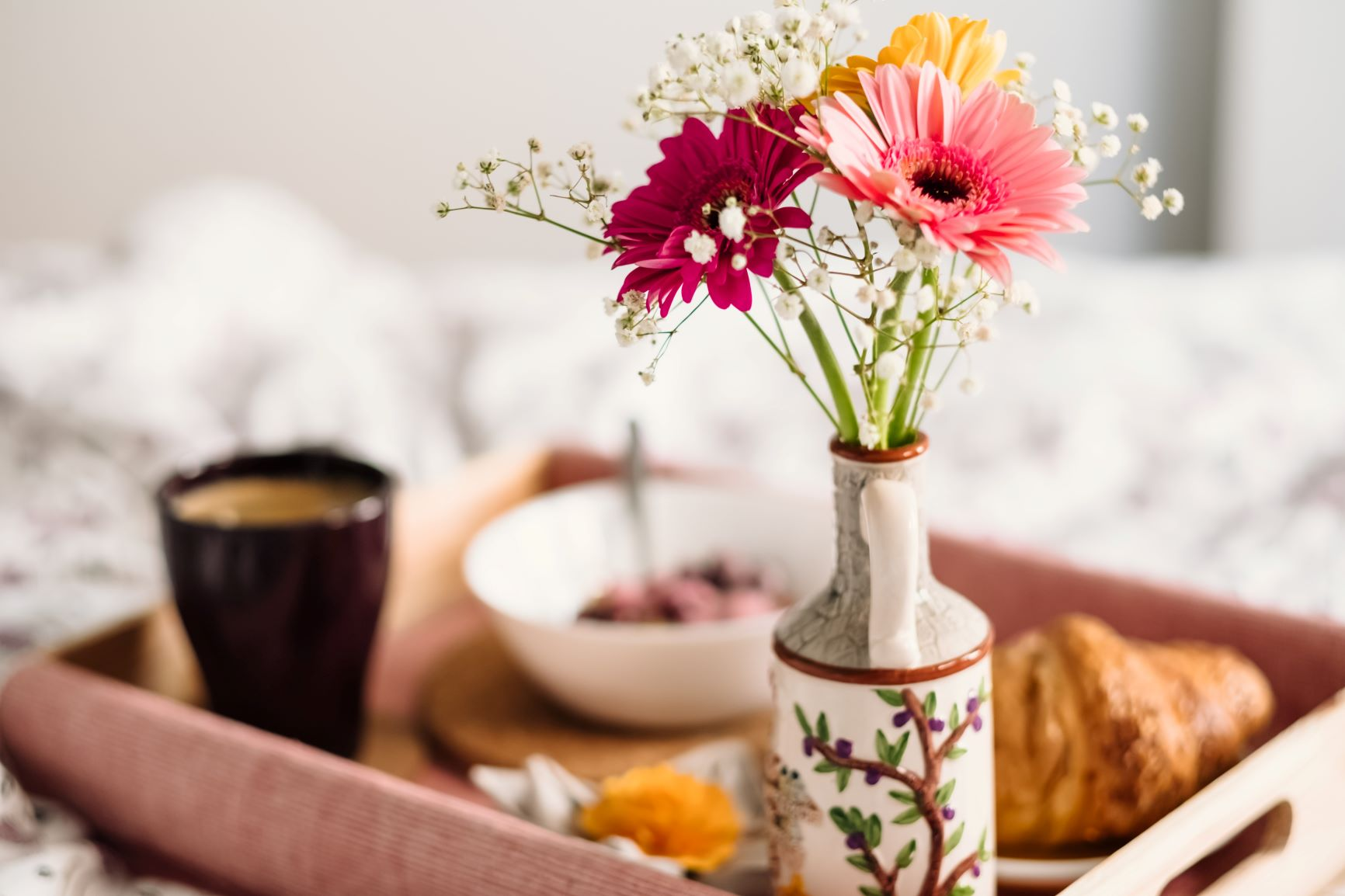 Fun ways to spend mother's day - Breakfast in bed